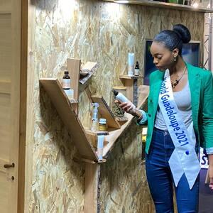 @prescillalaroseoff Miss World Guadeloupe 2021 et prétendante au titre #MissWorld2021 est venue nous rendre visite à la @cbdexpofrance ! Elle a pu découvrir les nouveaux produits #cosmétiques de la gamme #Nerobi !